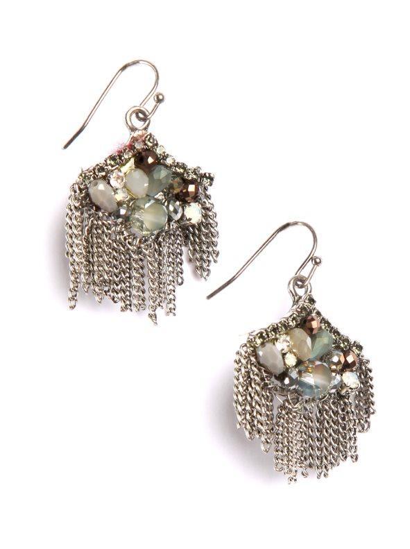 23c16f56ff14 Pendientes de inspiración oriental con cadenas plateado