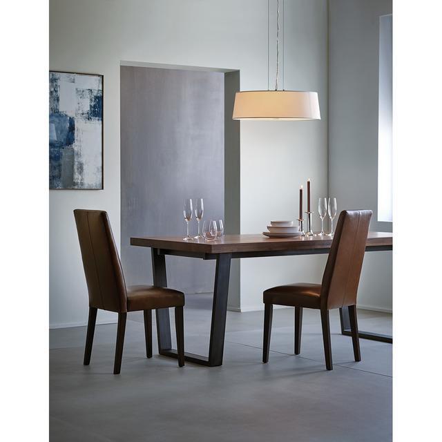 Colección de comedor con mesa de nogal calia y silla london