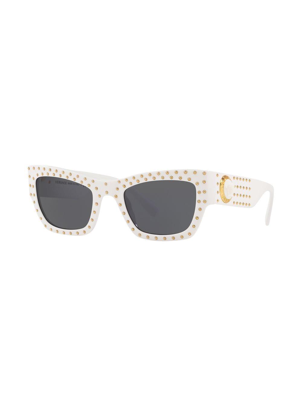 dc252c9ca8 Gafas de sol de mujer rectangulares de acetato en negro con tachas