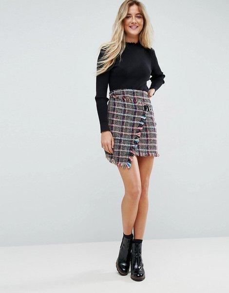2d6703913 Minifalda de tejido rizado con detalle cruzado y estampado de cuadros
