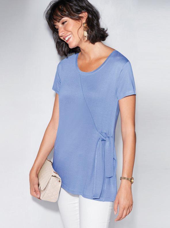 d916de18106 Camiseta con pliegues en el costado y tiras azul lavanda l. Venca