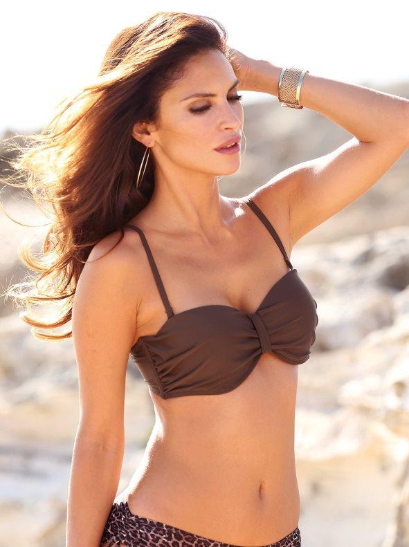 69754b915a7 Sujetador de bikini bandeau con aros y relleno marrón chocolate 90c. Venca