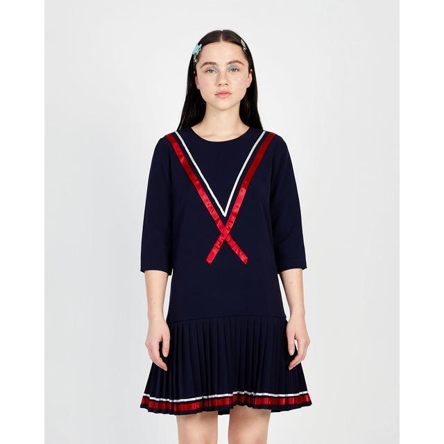 452a57f7e Vestido de mujer de crepe con bajo plisado