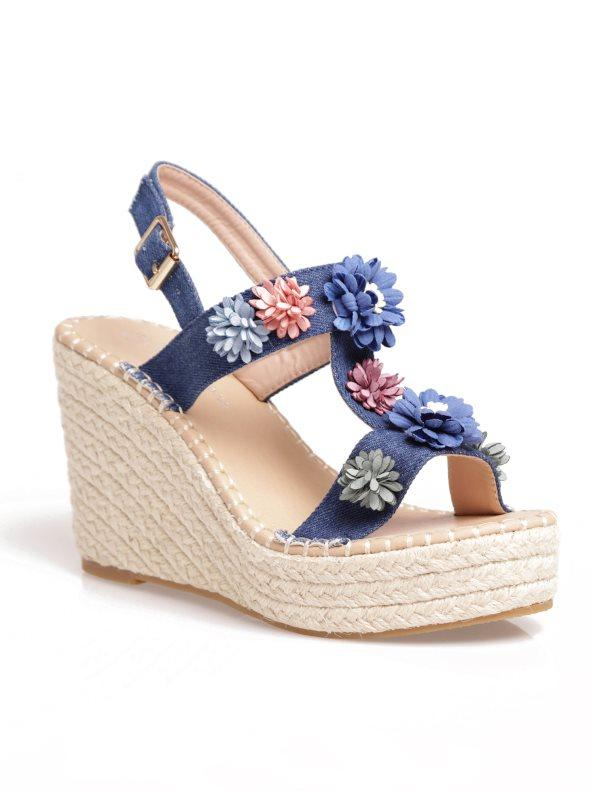 560fa4ff2 Alpargatas sandalias con flores cuña de esparto azul 38. Trend Capsule